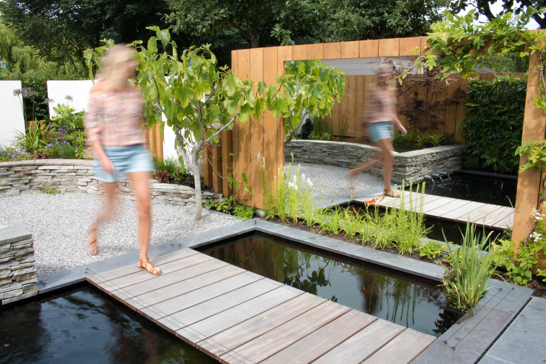 10-tuin-met-vijver-en-spiegel-koikarpers-overzicht